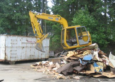 Demolition with John Deere 190E || Cascade Dozing